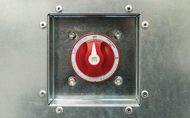 Contenitore refrigerato autoalimentato